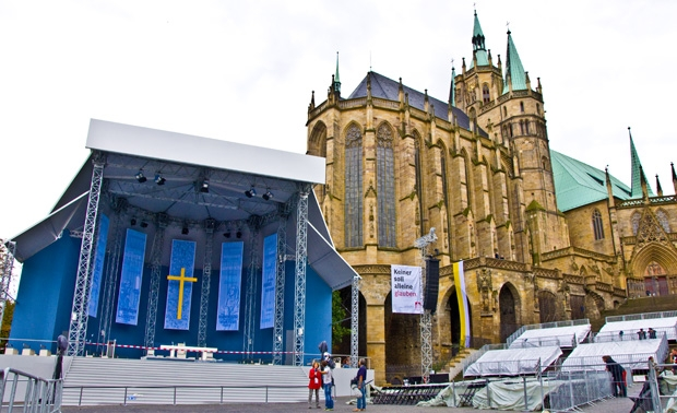 Bühne und Beschallung beim Papstbesuch in Erfurt
