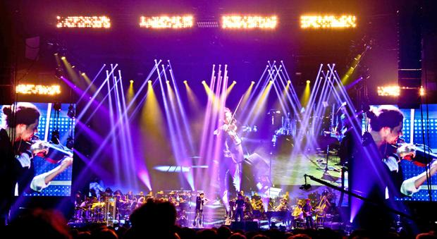 David Garrett mit Orchester und Band  © DEAG