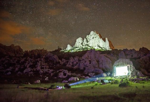 Minen und Wölfe am leuchtenden Berg