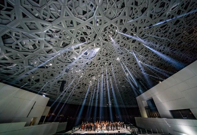 Neumann&Müller lässt das Louvre Museum in Abu Dhabi erstrahlen