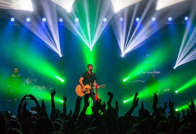 Sunrise Avenue nehmen Elation Dartz 360 und ACL 360i auf die Clubtour mit