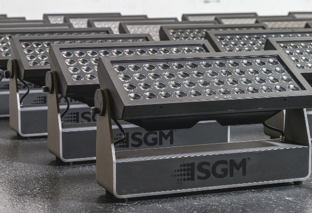 Hybride zum Appell! Kaiser Showtechnik boostet sein Arsenal mit SGM P10