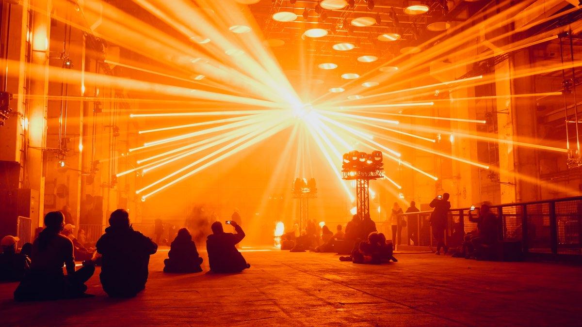 Making of SKALAR: Wie Christopher Bauder seine neueste kinetische Lichtinstallation umsetzt