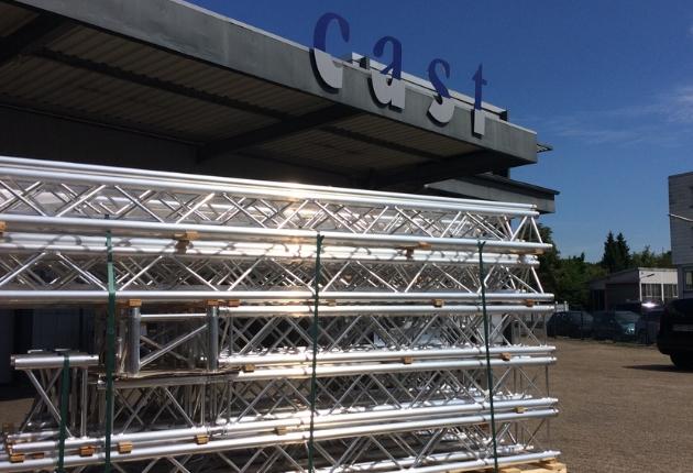 exposive medien investiert in ein MPT-Bühnendach von Prolyte