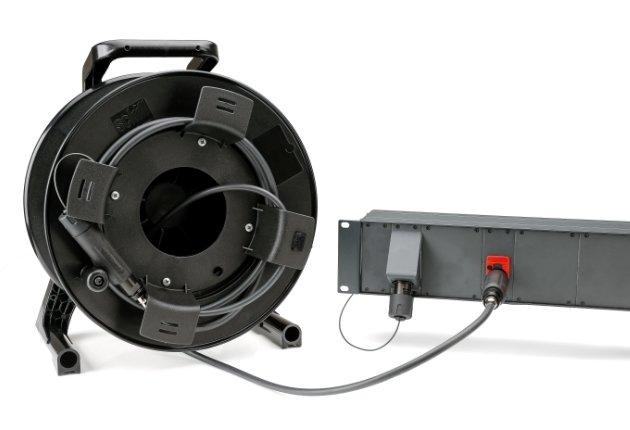 Sommer Cable stellt das neue extrem roadtaugliche FiberLens 12-Kompaktsystem vor