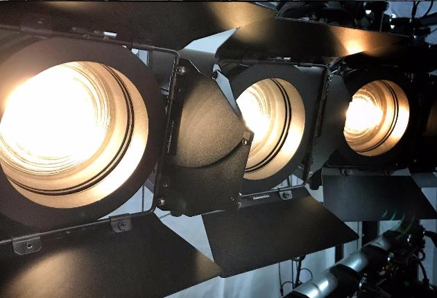 Session investiert in 50 KL Fresnel 4″ von Elation Professional