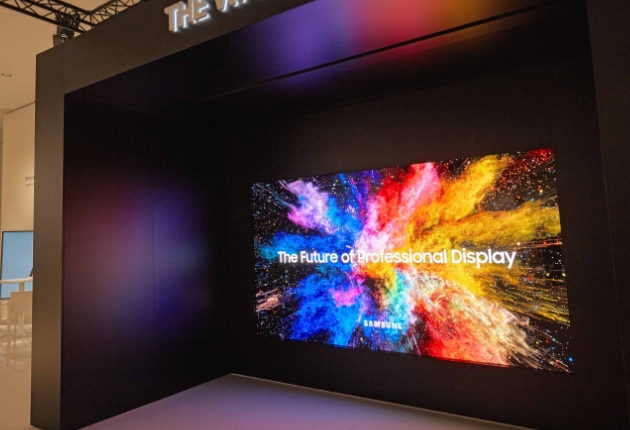Die LANG AG  investiert in The Wall Professional von Samsung