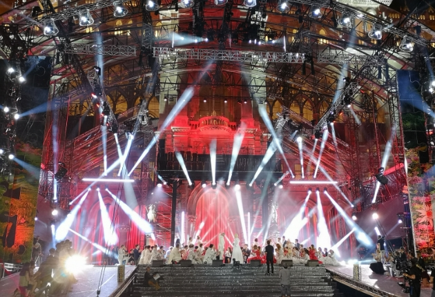 High End Systems SolaHyBeam 2000 beim 25. Life Ball in Wien