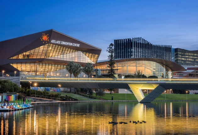 Das Adelaide Convention Centre investiert in Multi-Screen-Windowing-Prozessor Christie Spyder X80