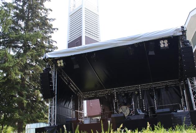 LichtSchall aus Dortmund entscheidet sich für eine cast AMBOstage Outdoor-Bühne