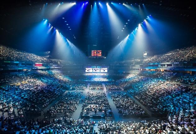 Light Event setzt auf Robe beim größtes Hallen-Chorkonzert in der Kölner LANXESS arena