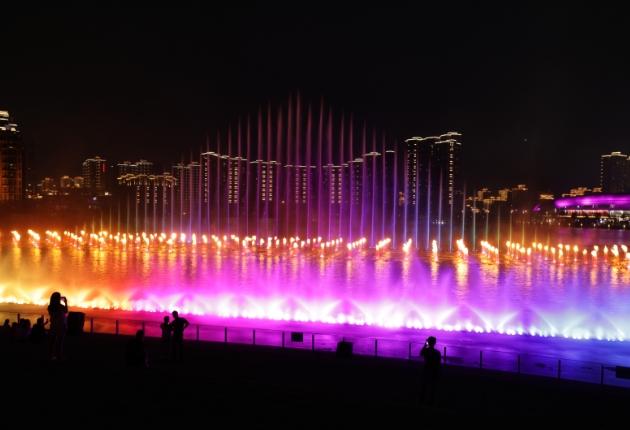 Syncronorm und HJC Fountain gestalten das spektakuläre Haicang Lake Fountain Projekt