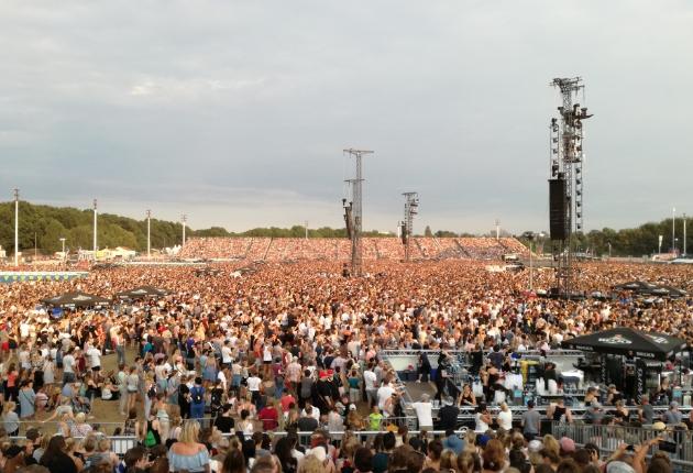 eps liefert 60 LKW-Ladungen Infrastruktur für Ed Sheerans größtes Europa-Konzert in Hamburg