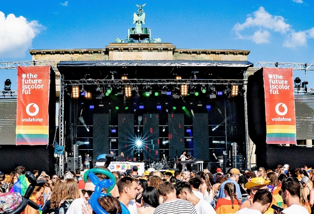 Multi Media feiert mit Lampen von ELATION den Christopher Street Day in Berlin