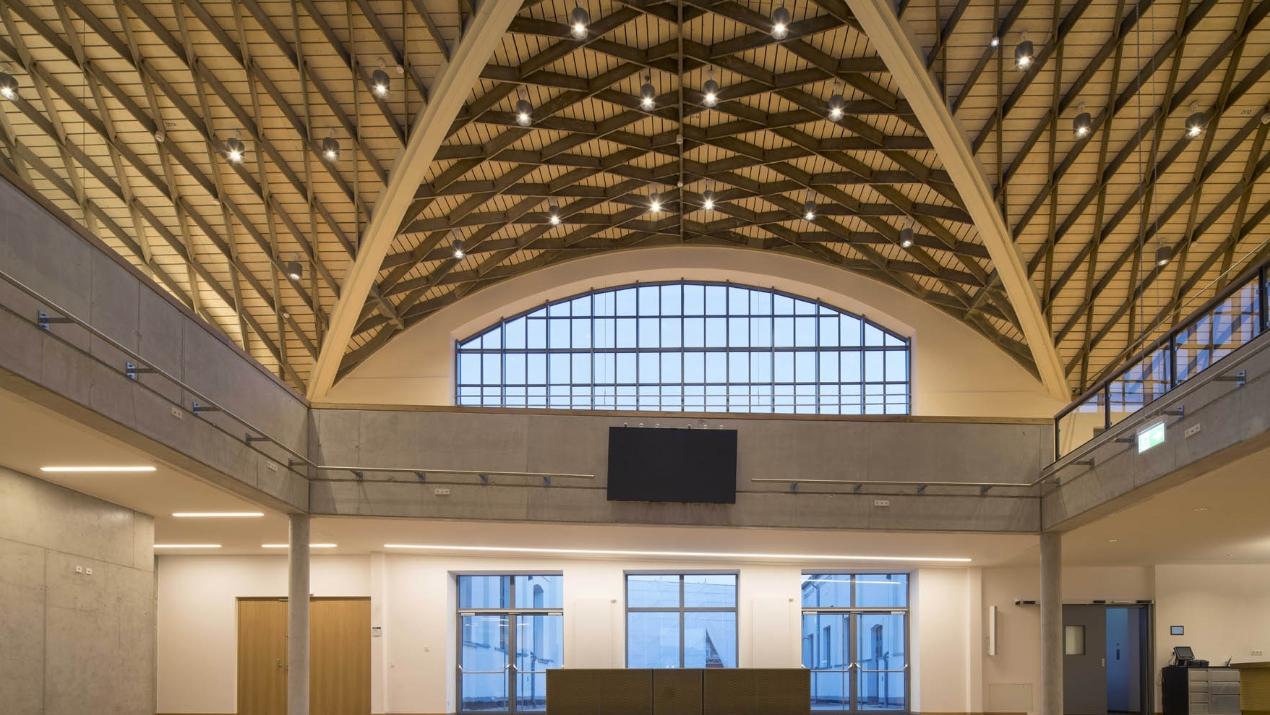 Feiner Lichttechnik stattet das Marina Forum Regensburg mit neuen Scheinwerfern aus