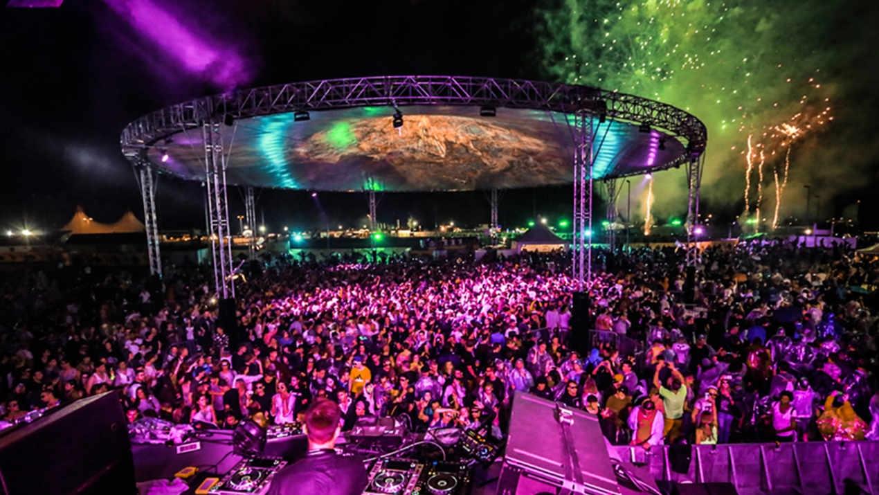 Magic Sky mit  30m Polygon-Schirm beim Echelon Festival in Bad Aibling