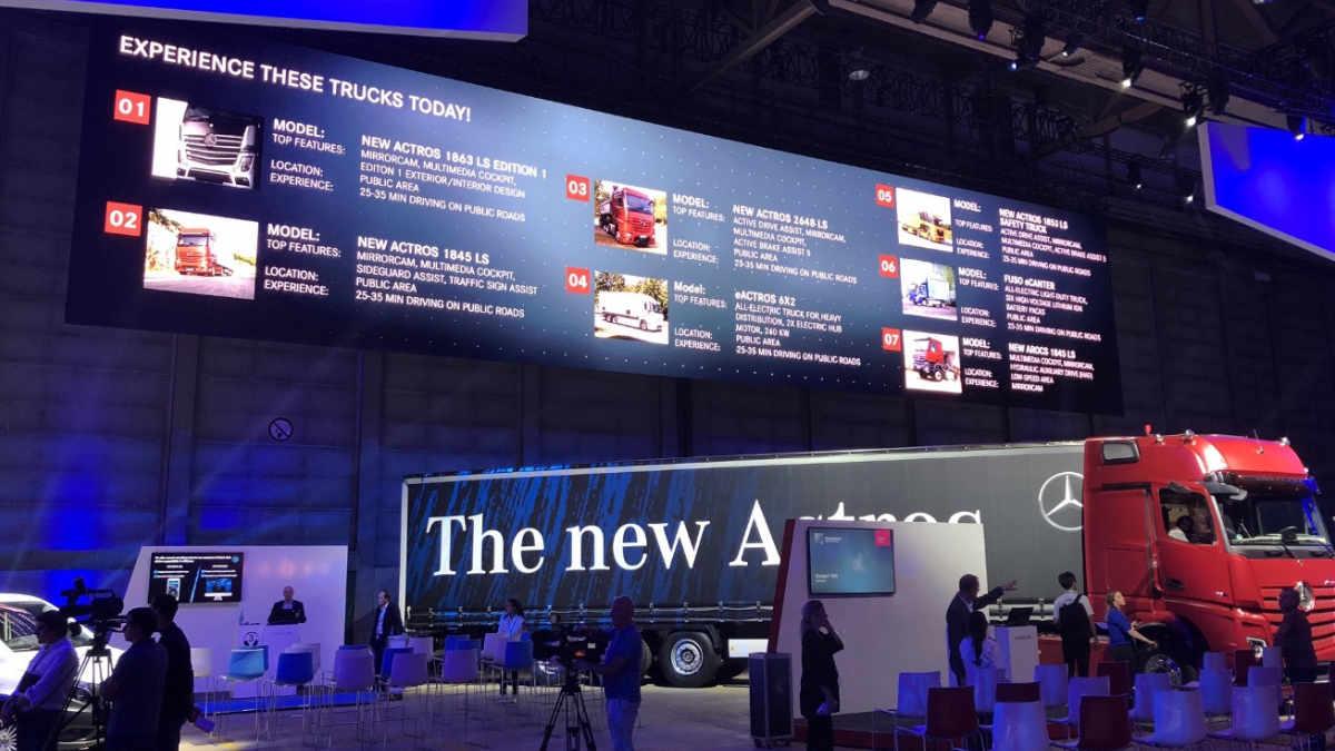 AV-X setzt die Nutzfahrzeuge von Mercedes-Benz technisch in Szene