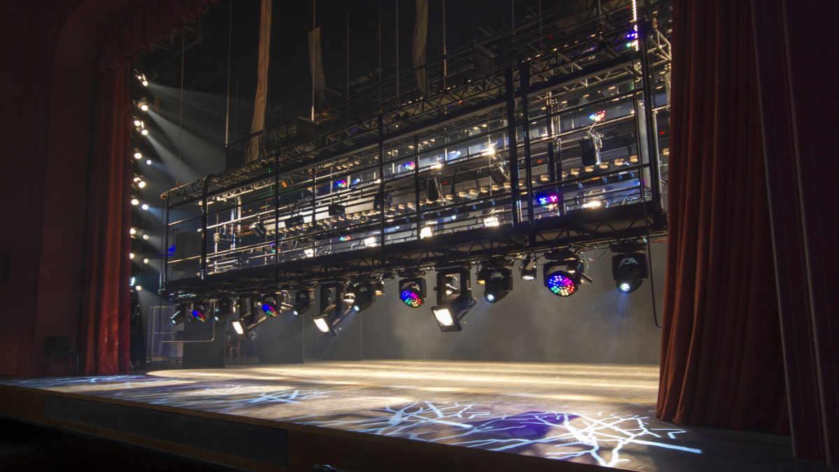 Neue ChainMaster-Hebetechnik für europäische Theaterstätten