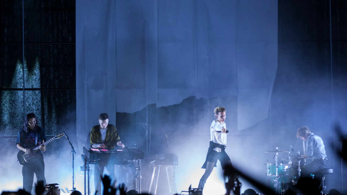 MØ und Jon Schumann gehen mit DPA Microphones auf Tour