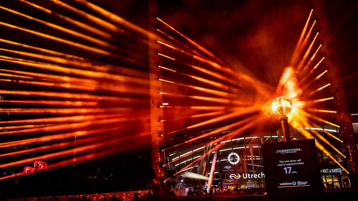 ROBE bringt die Lichtskulptur CONNECTIONS in Utrecht zum Strahlen