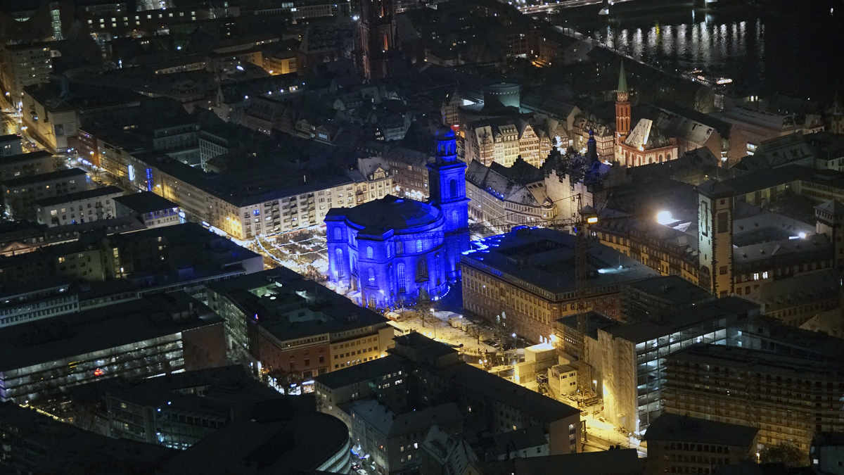 AES illuminiert mit Astera AX10 SpotMax die Frankfurter Paulskirche