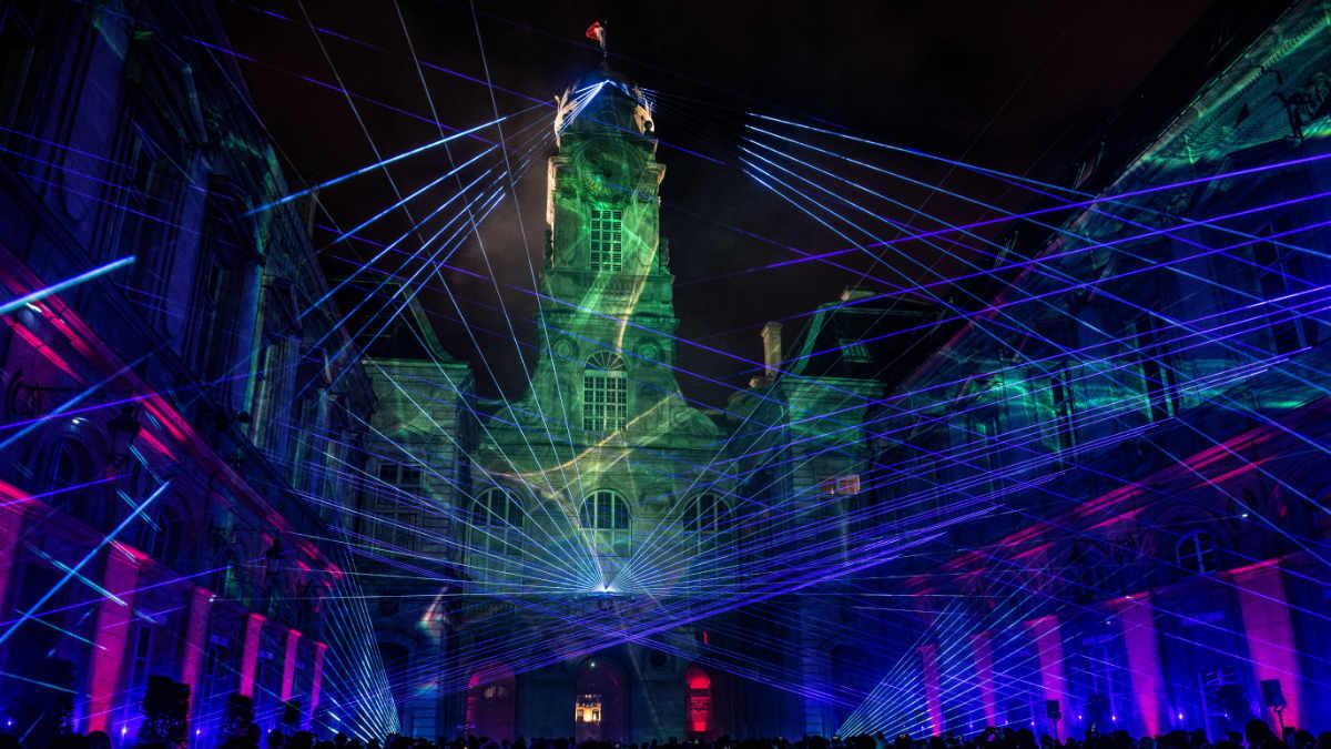 tarm Showlaser liefert spektakuläre Laserperformance TRICOLORE in Lyon