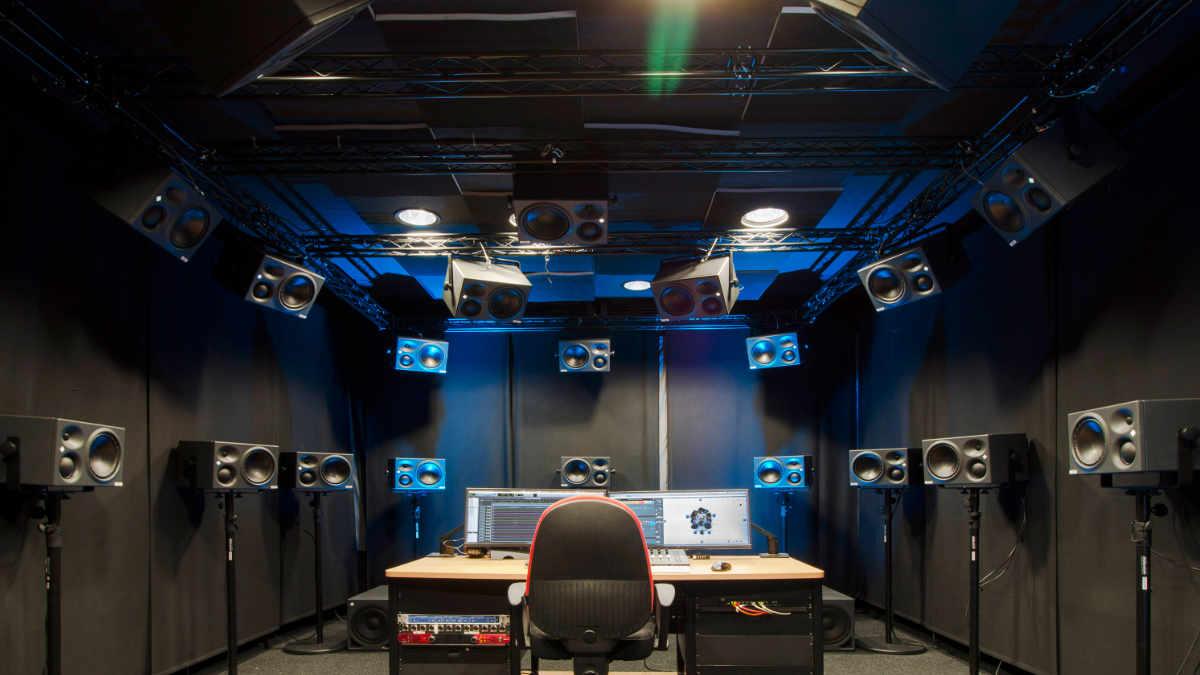 3D Audio mit Neumann KH 310 A Studiomonitoren am Fraunhofer IDMT