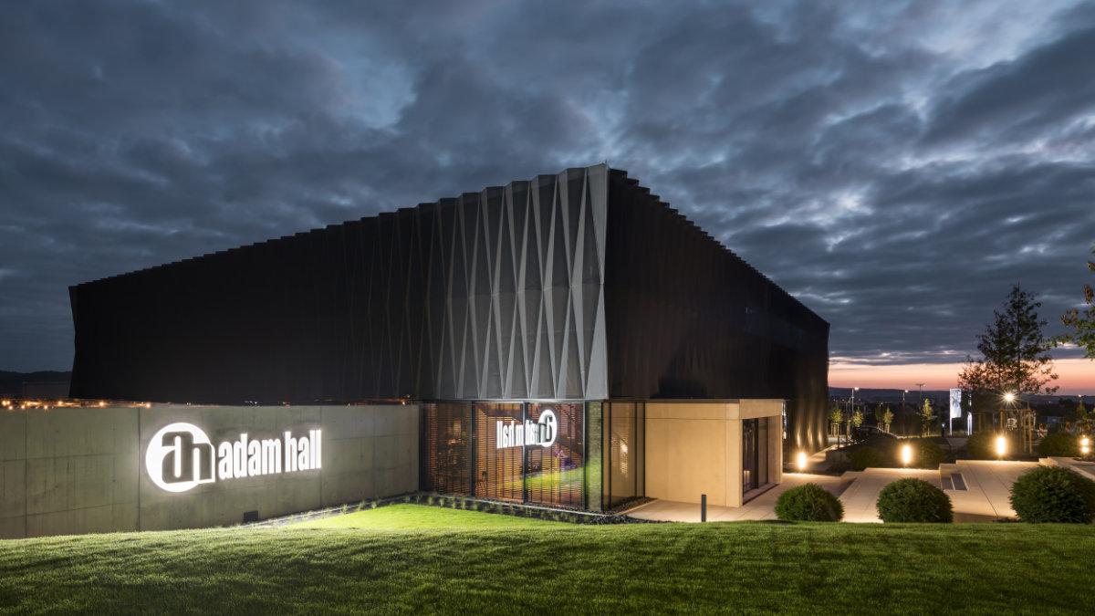 Das Adam Hall Experience Center erhält den ICONIC AWARD
