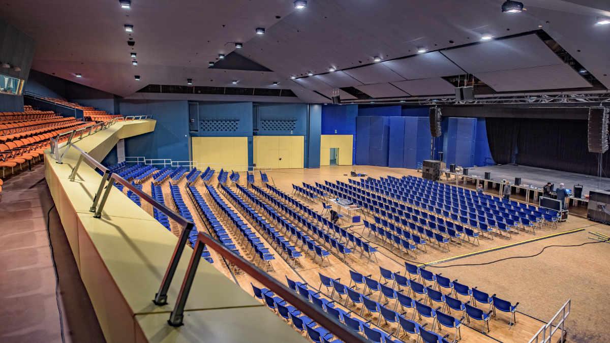 Die Stadthalle Wilhelmshaven setzt auf ein dBTechnologies VIO-System