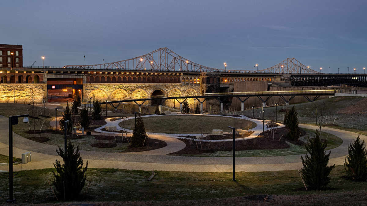 Randy Burkett Lighting Design installiert neues Park-Beleuchtungssystem
