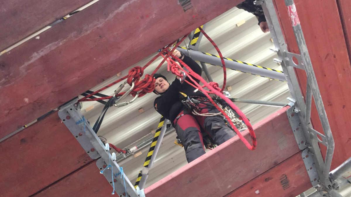 DEAplus bietet Weiterbildung zum Rettungsrigger an