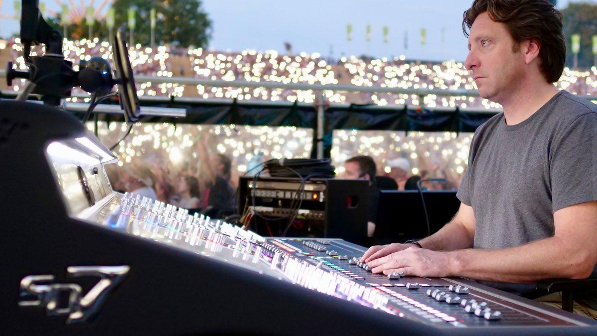 Ed Sheerans Live-Crew zu Gast bei #DontStopTheEducation
