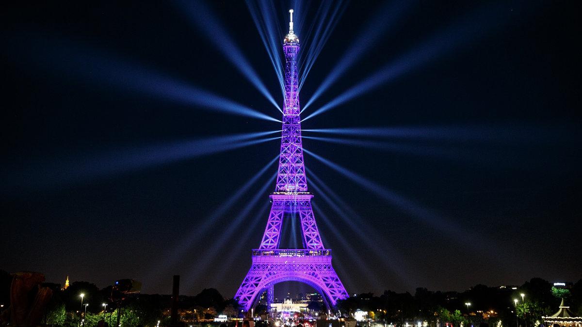 Magnum illuminiert den Eiffelturm mit ELATION Proteus