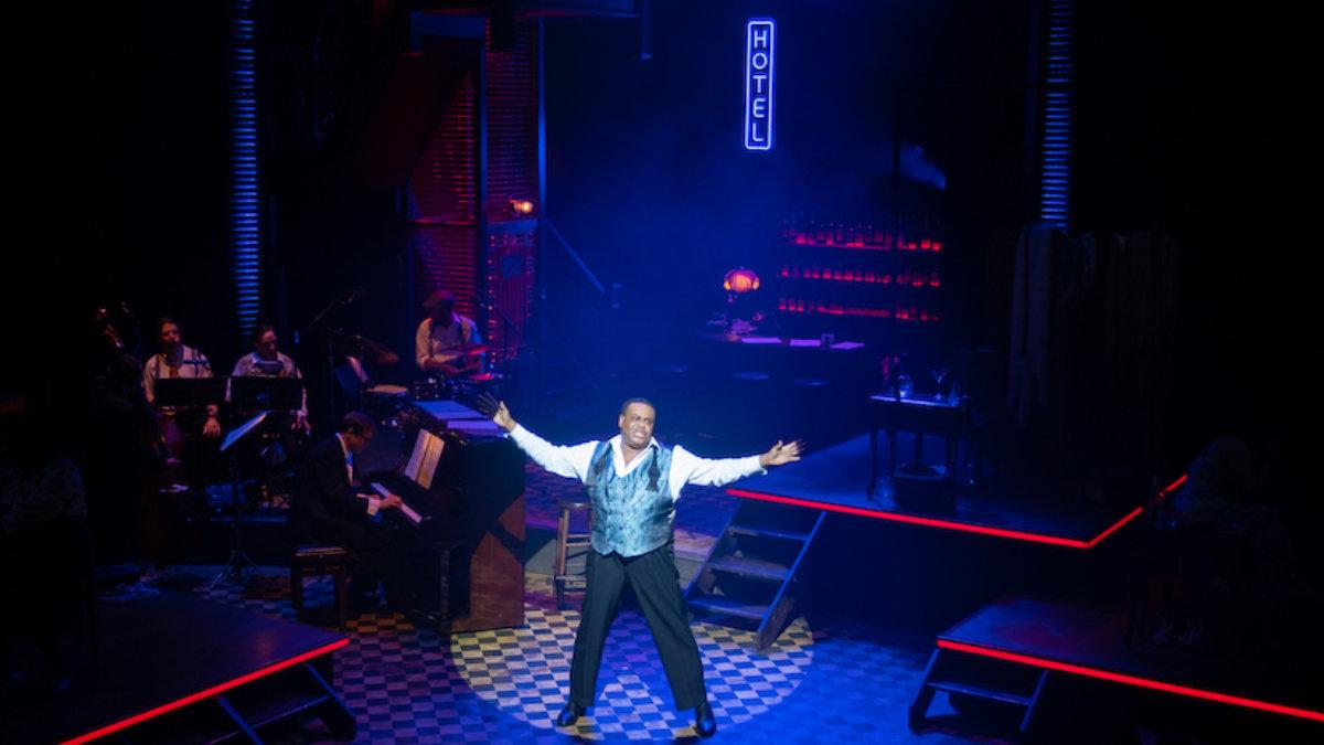 Lichtdesigner Neil Austin setzt das Musical Blues In The Night in Szene