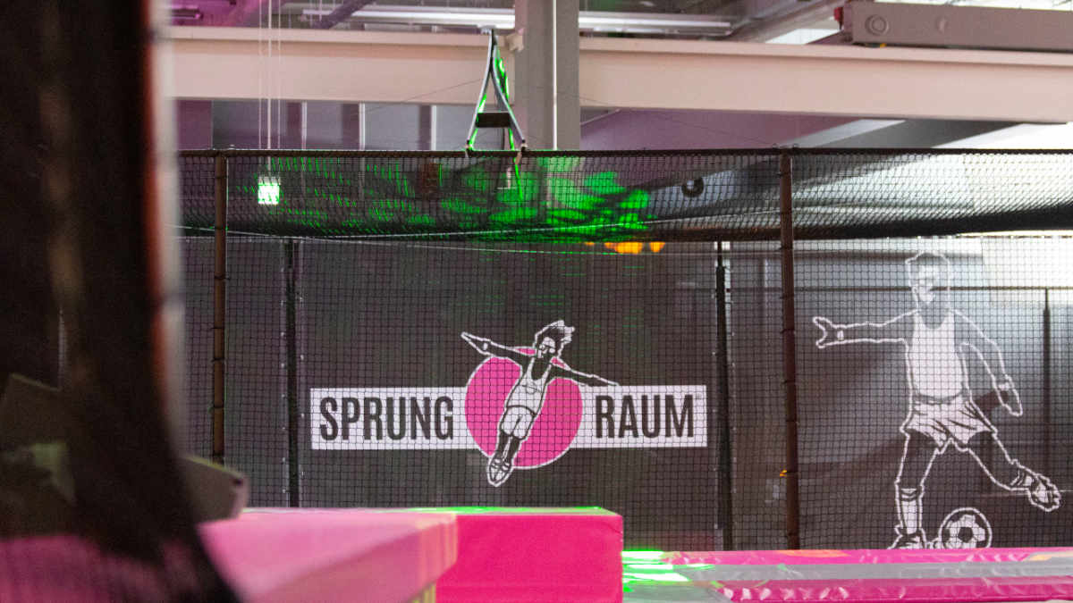 PM White beschallt den Indoor-Trampolinpark Sprung.Raum mit Martin Audio