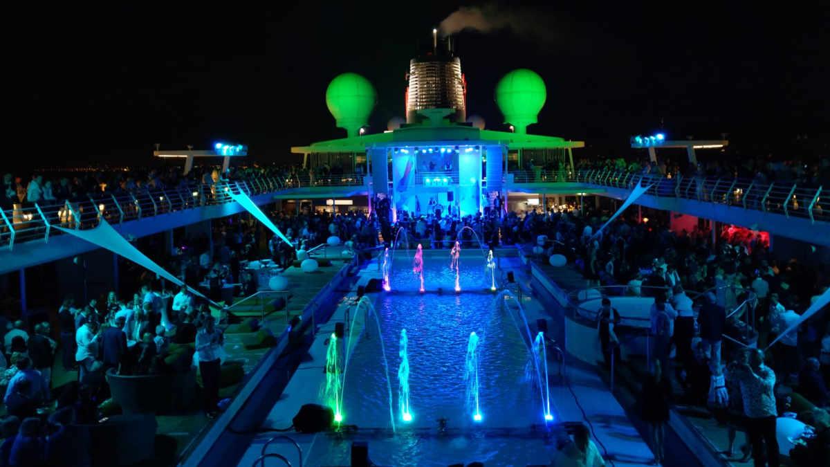 multisenses inszeniert spektakuläre Wassershow an Bord der MeinSchiff4