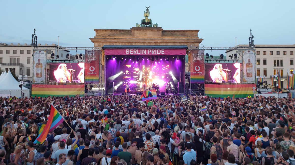 Multi Media illuminiert mit dem Proteus Maximus den Berliner Fernsehturm