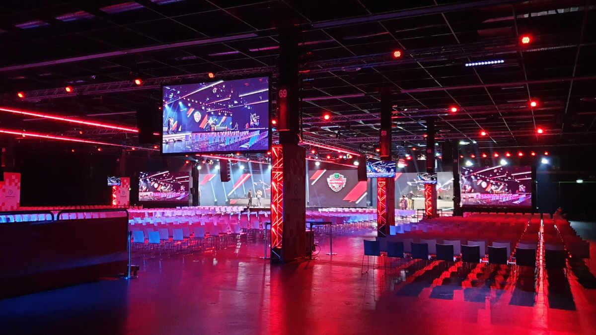 dlp motive realisiert für ESL die eSport Arena auf der gamescom