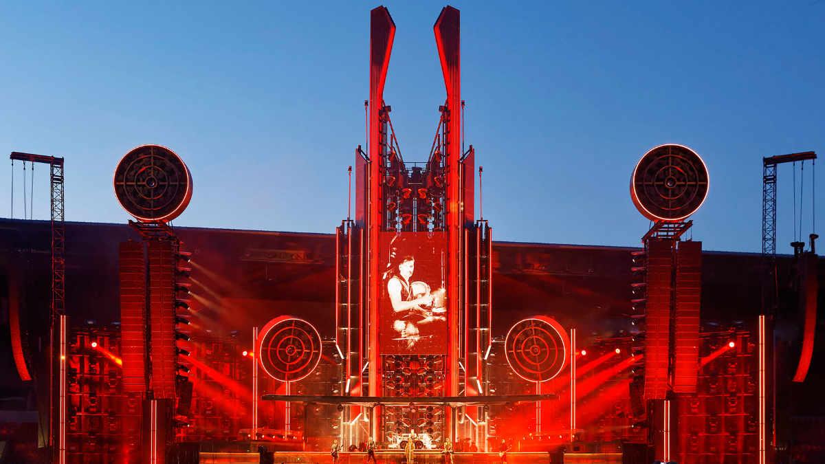Woodroffe Bassett Design und Rammstein touren mit ROBE