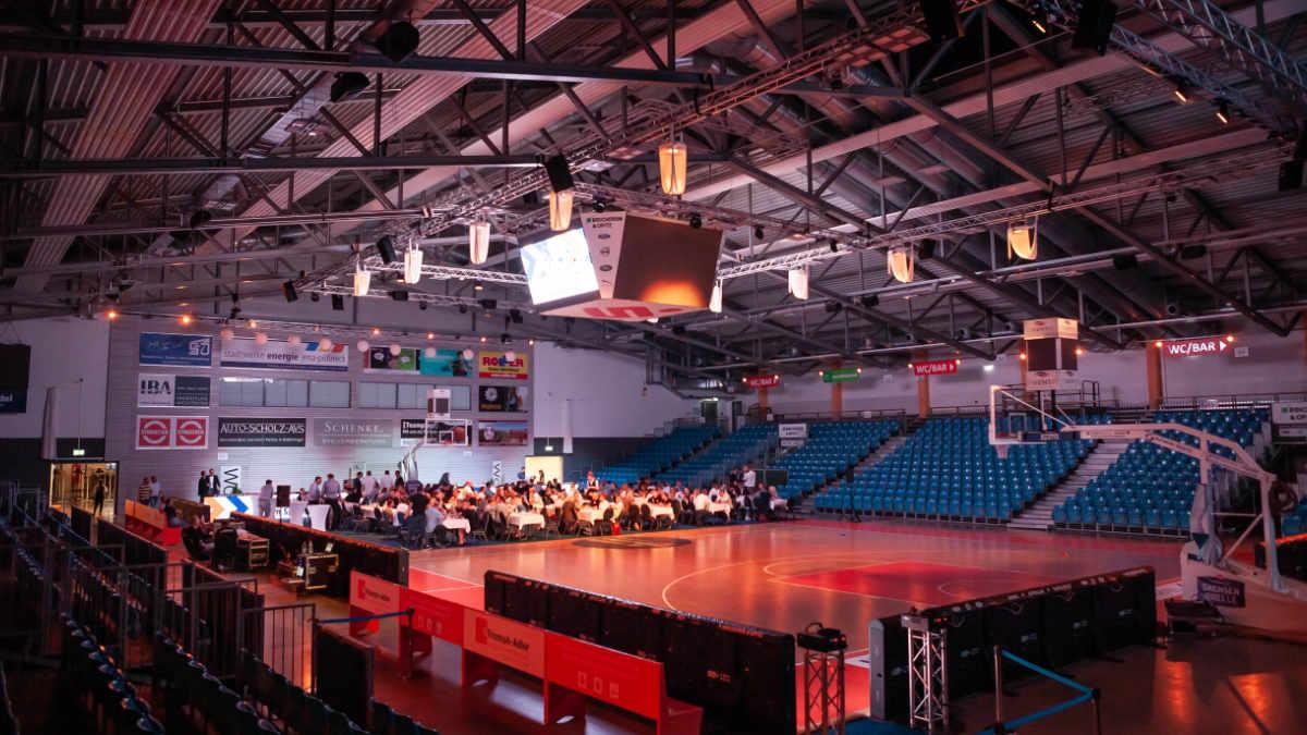 Voice-Acoustic System in der Sparkassen-Arena Jena installiert