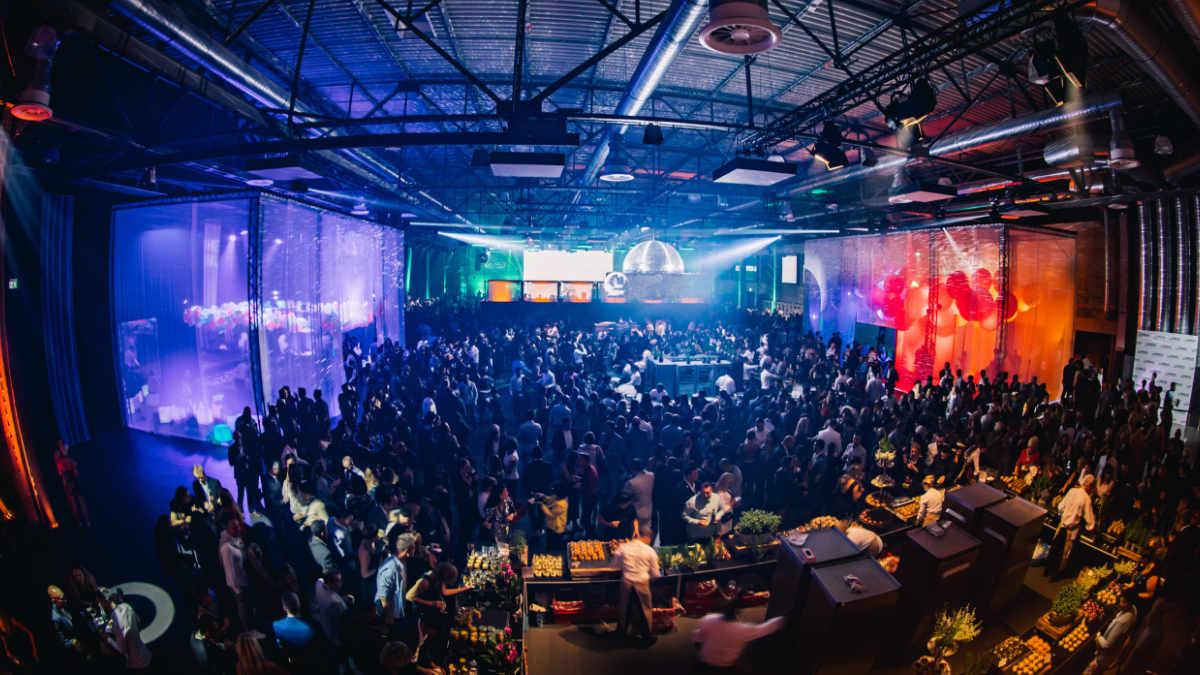 Kuchem Konferenz Technik stattet Mitarbeiterfeier in der Motorworld aus