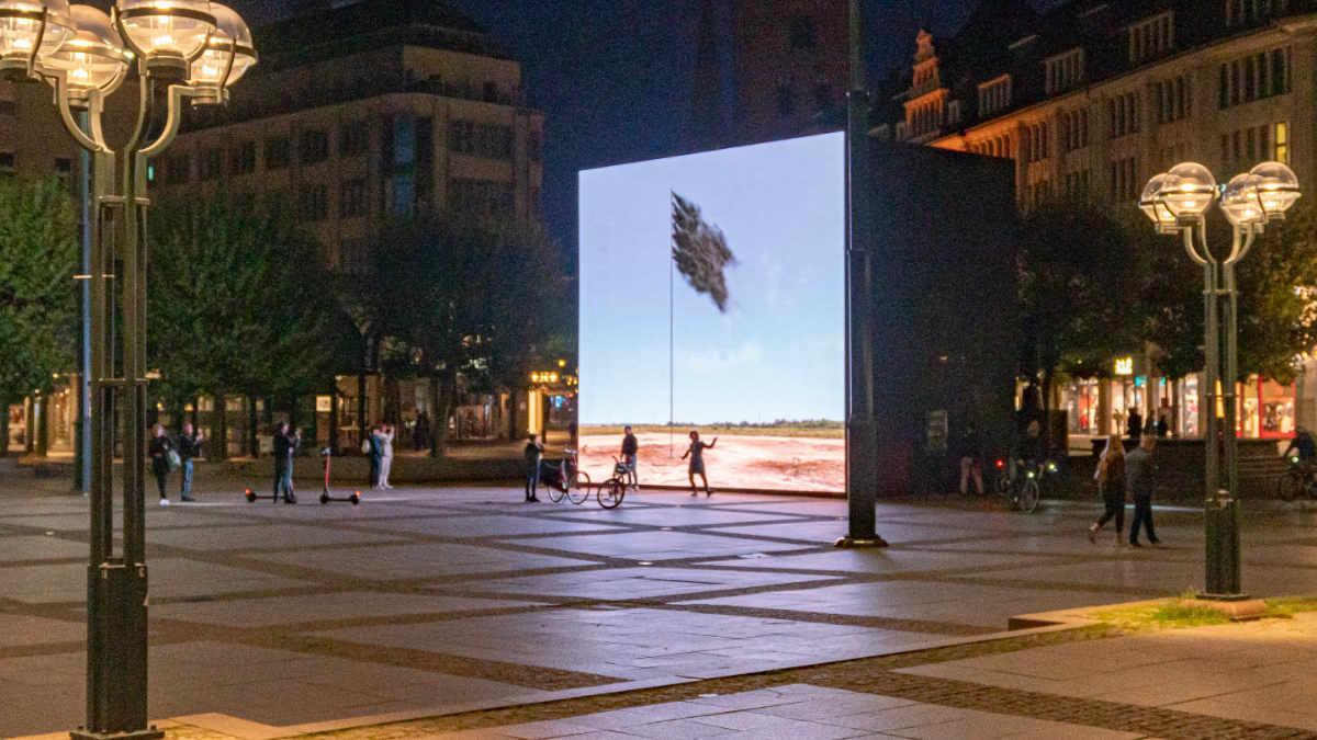 """PRG unterstützt die Kunstinstallation """"Western Flag"""""""