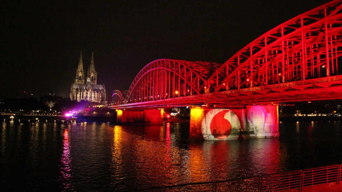 Lampen von SGM illuminieren die Hohenzollernbrücke