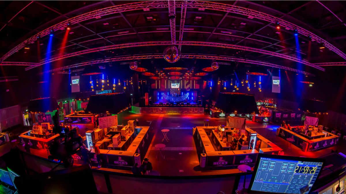 active blue beschallt die Messehalle 7 beim Bremer Freimarkt mit dBTechnologies