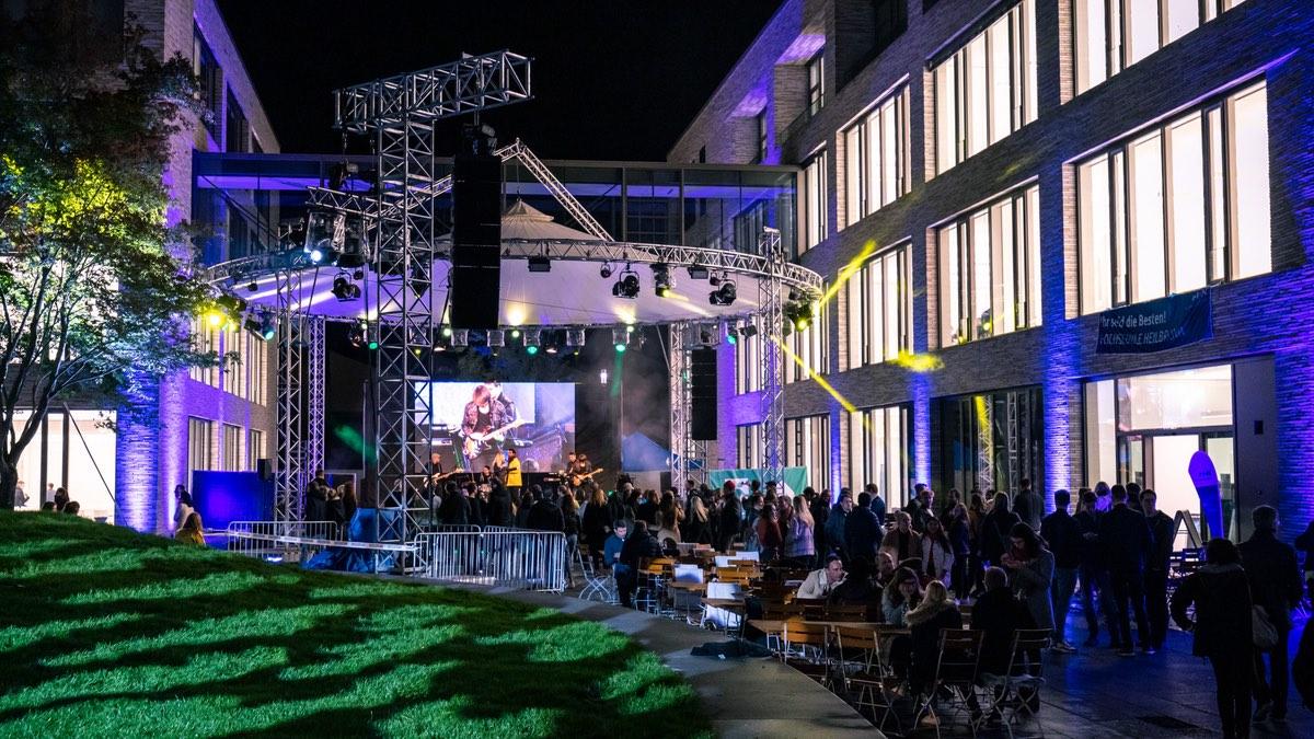 dlp motive illuminiert Campus mit Expolight TourLED & SGM-P5