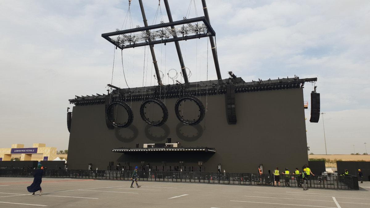 Stageco lässt wieder die Bühne der Swedish House Mafia schweben