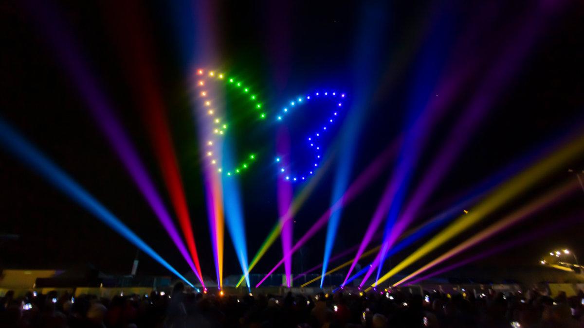 Aurora Drone Light Shows verzaubert den Dorfener Nachthimmel
