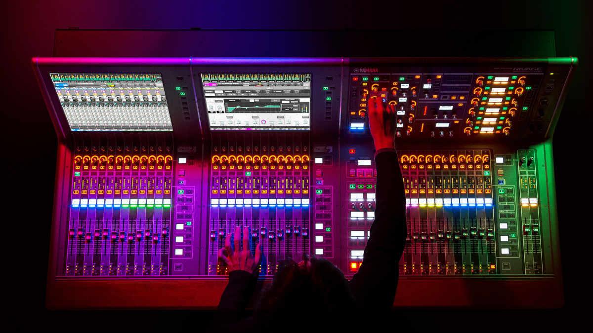 Yamaha integriert L-ISA DeskLink