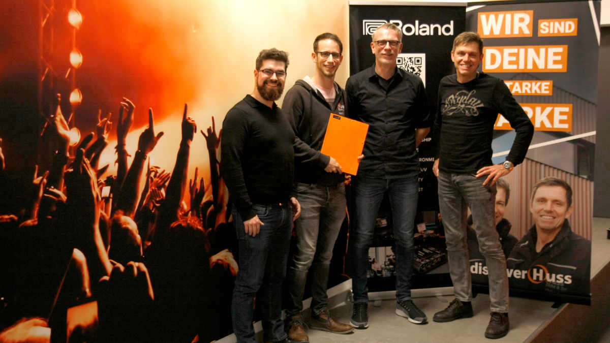 HUSS Licht & Ton und MEGATECH communication vertreiben Roland Pro A/V