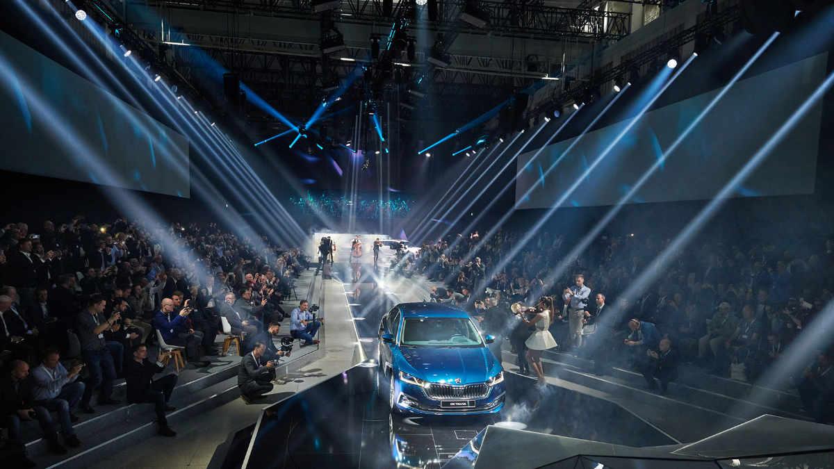 Michael Kuehbandner setzt den Launch des Škoda Octavia mit ROBE in Szene
